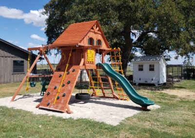 Farm-and-yard-parrot-isaland-playground-xl-wood-roof-treehouse-customer-1