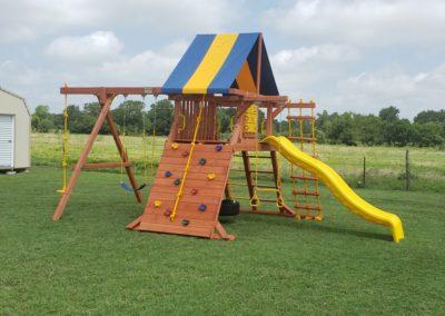 Farm-and-yard-parrot-island-playground-tarp-roof-customer-2