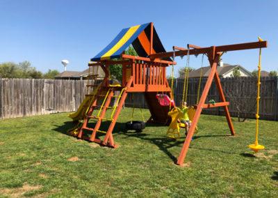 Farm-and-yard-parrot-island-playground-tarp-roof-customer-5