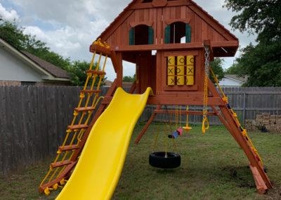 farm-and-yard-parrot-island-treehouse-wood-roof-customer-9