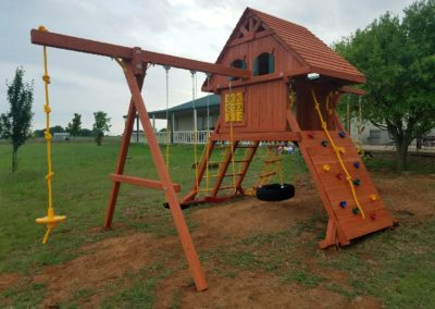 farm-and-yard-parrot-island-wood-treehouse-playground-customer-13