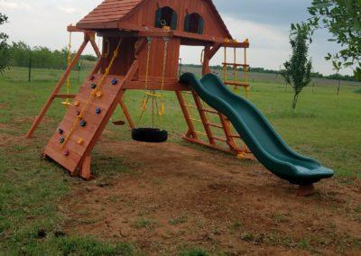farm-and-yard-parrot-island-wood-treehouse-playground-customer-14