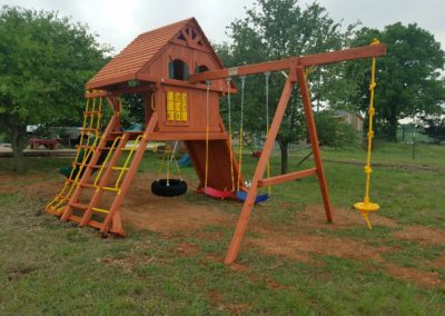 farm-and-yard-parrot-island-wood-treehouse-playground-customer-15