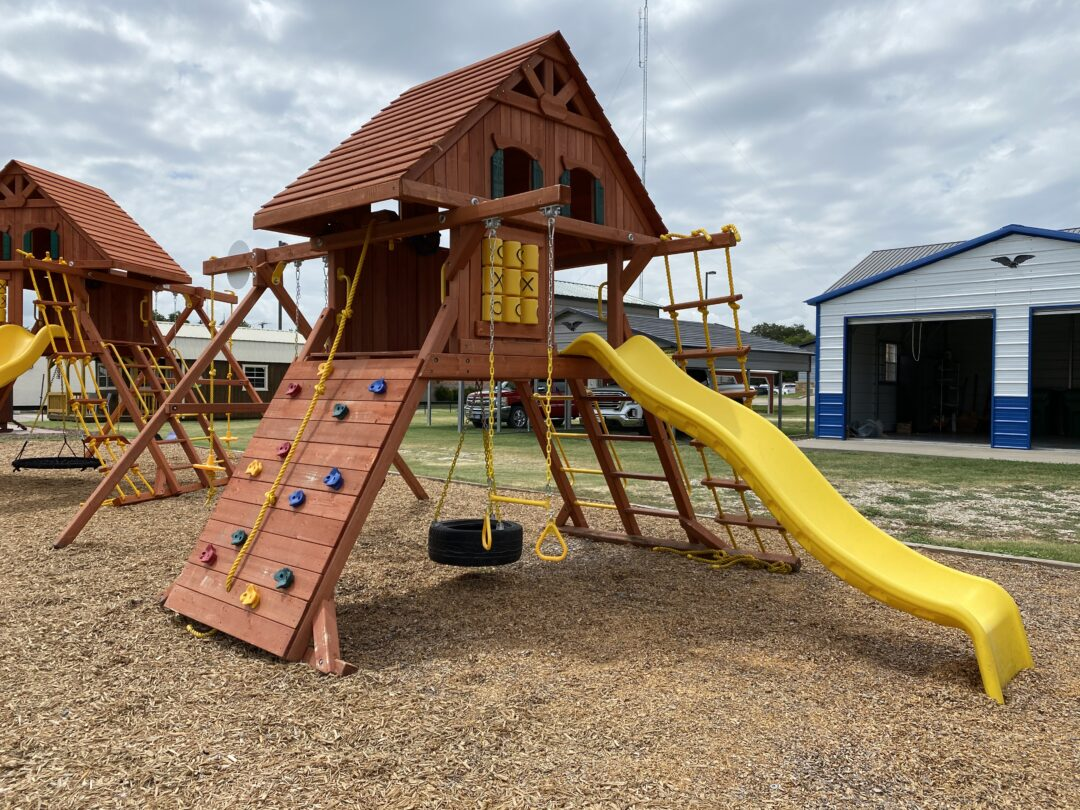 Pre- Owned 10% OFF – Parrot Island Playcenter with Wood Roof and Treehouse Panels