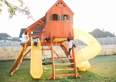 farm-yard-central-texas-6-5-jaguar-playcenter-megasized-edition-with-rr-cabin-and-spiral-slide-4