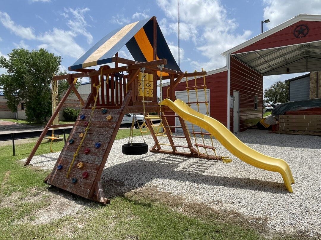 15% OFF Pre-Owned Parrot Island Playcenter With Tarp